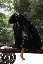 استعمال سیگار و خیابانگردی زنانه برای فراموشی مشکلات، به اعتیاد رفتاری منجر میشود