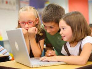 فضای مجازی,آسیب های اجتماعی,بلوغ زودرس,کودکان و نوجوانان,شبکه های اجتماعی,shabnamha.ir,شبنم همدان,afkl ih,شبنم ها